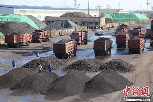 资料图:货车。 中新社记者 敖帅昌 摄