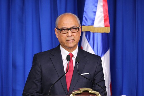 多米尼加共和国政府宣布,多米尼加与中国建立外交关系。新华社发