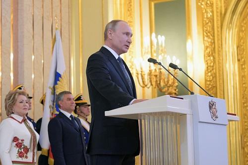 普京7日在克里姆林宫宣誓就任俄罗斯总统(法新社)