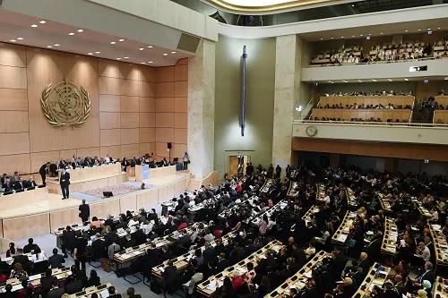 在瑞士日内瓦万国宫,与会代表出席第71届世界卫生大会