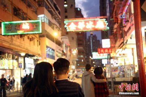 特写:香港旺青花瓷服装礼服女童款角行人专用区便利店取什么名字好十八年变迁