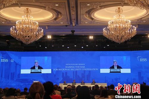 6月3日,为期三天的第17届香格里拉对话会在新加坡闭幕。朝鲜半岛局势走向在本届香格里拉对话会期间备受瞩目。多国国防部长及高级军事人员等在会议期间纷纷就朝鲜半岛局势发表看法,支持美朝领导人会晤举行。中新社记者 李洋 摄
