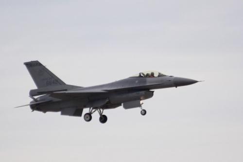 台军演习一架F-16战机失联疑撞山失事 军方搜救