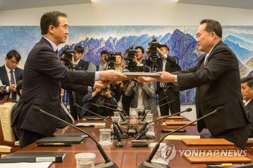 6月1日朝韩双方互换联合新闻稿(图片来源:韩联社)