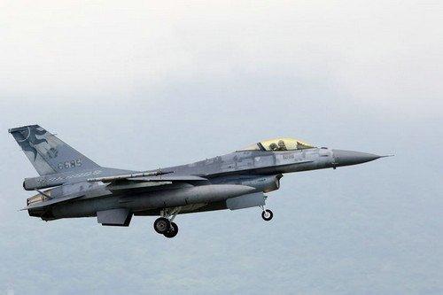 4日上午拍摄的6685号F-16单座战机。