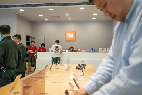 中国的小米手机增长迅速。图为北京一家小米手机实体店。(法新社)
