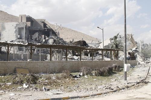 这是2018年4月14日在叙利亚大马士革东北部拜尔宰地区拍摄的遭袭的科学研究中心。新华社发