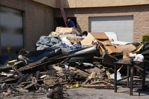 现场已被烧成一片废墟。(图片来源:美国《世界日报》记者 王千惠 摄)