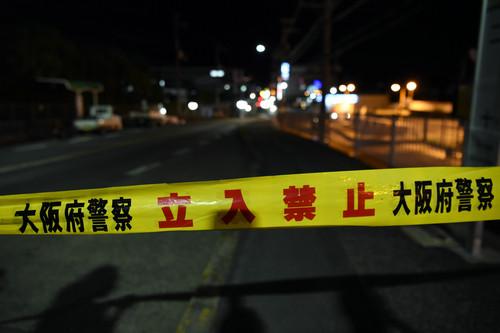 資料圖片:6月18日,在日本大阪,警方封鎖破損道路。新華社記者 馬平 攝