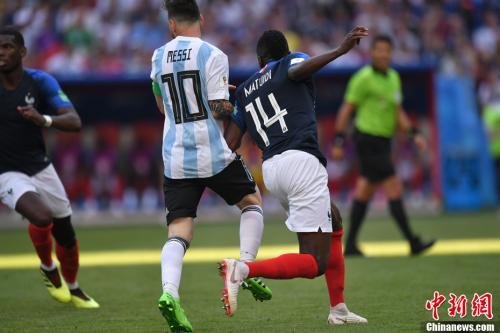 法國隊靠防反擊敗阿根廷。 中新社記者 田博川 攝