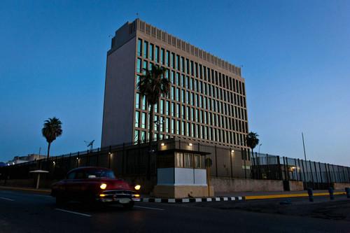 这是2015年7月20日清晨拍摄的位于古巴首都哈瓦那的美国驻古巴使馆外景。新华社记者 刘彬 摄
