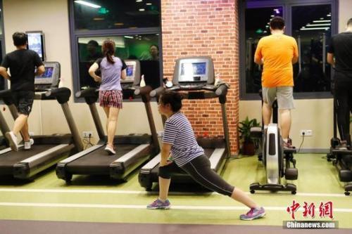 资料图:参与健身的市民。中新社记者 殷立勤 摄