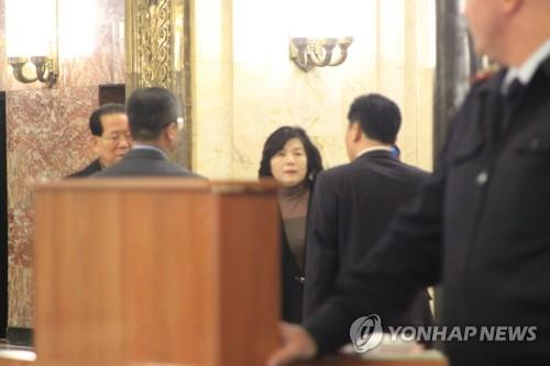8日,刚刚结束与俄罗斯副外长莫尔古洛夫会晤的朝鲜副外相崔善姬正准备离开会场。(韩联社)