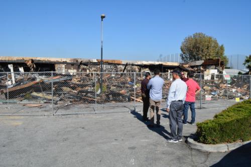 罗兰冈一韩资商场突发火灾。(图片来源:美国《世界日报》记者启铬/摄影)