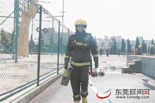 春节坚守岗位的东莞消防员:过年不回家是常态