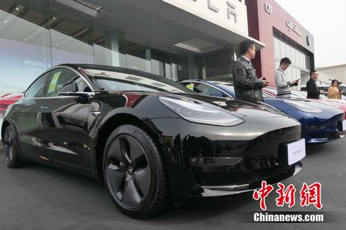 首批特斯拉Model 3中国市场交付现场。 张旭 摄