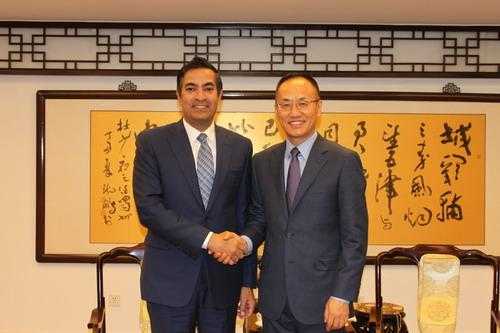 外交部部长助理陈晓东会见卡塔尔新任驻华大使杜希米