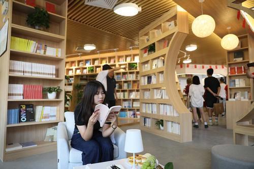 京师品阅珠海店比北京店面积更大!位于北京师范大学珠海校区