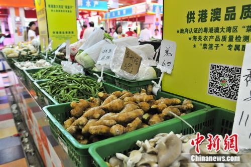 """粤港澳大湾区""""菜篮子""""产品率先在广州上市。黄明亮 摄"""