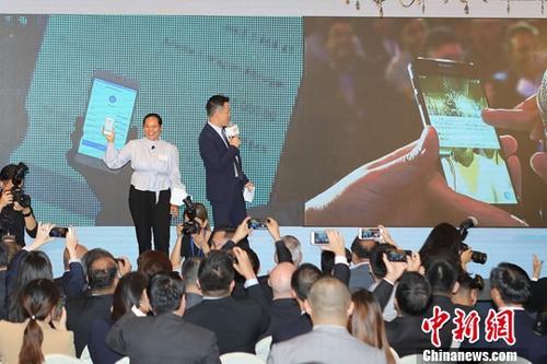 2018年6月25日,全球首个基于区块链的电子钱包跨境汇款服务在香港上线。中新社记者 谢光磊 摄
