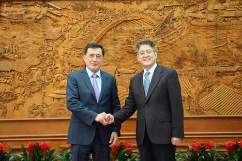 外交部副部长乐玉成会见上海合作组织秘书长诺罗夫