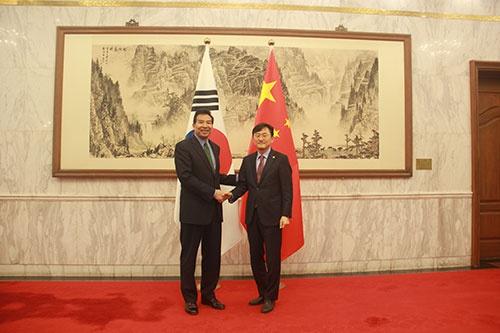 外交部副部长罗照辉会见韩国外交部次官补尹淳九