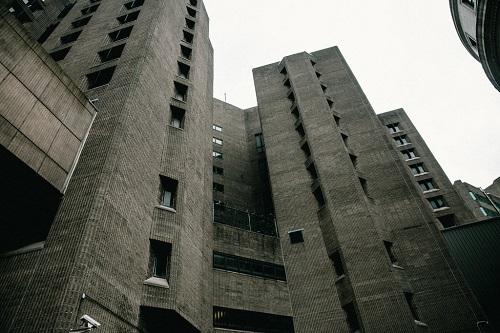 美媒:亿万富豪贩运性奴案在狱中自杀案 两狱警被控渎职