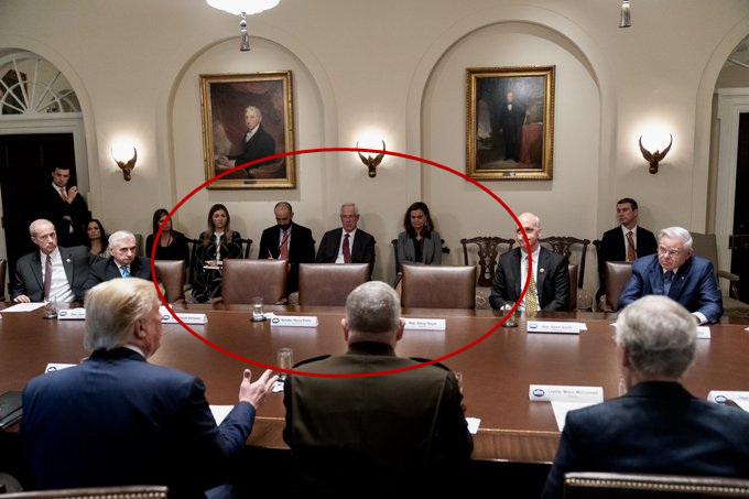 愤然退席后一无所有的坐位 图源:特朗普推特