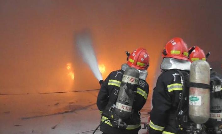 蓬江区荷塘一工厂车间发生火灾 幸无人员伤亡