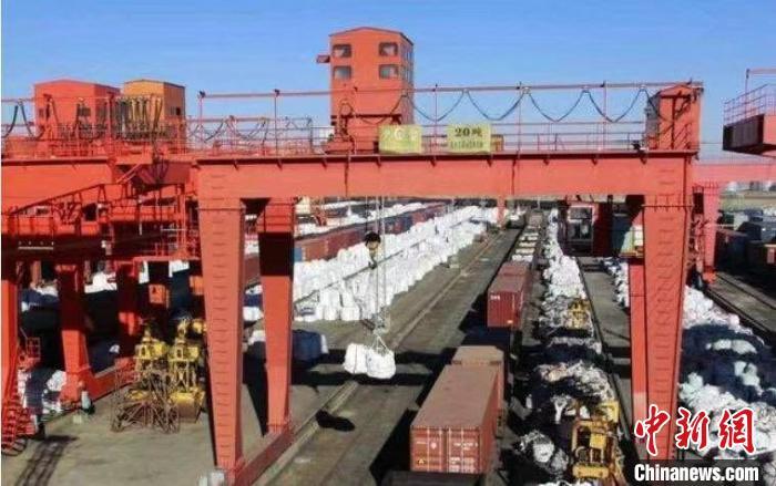 公兴搬迁  前10月中蒙最大陆路口岸进出口货运量完成1540.