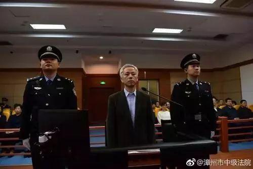 李嘉出庭受审
