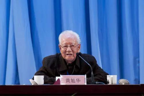52名院士恭敬坐台下 听这位隐姓埋名30年老人讲课郎咸平中文网