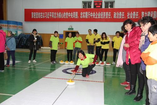 冰壶吸椹m�yam�b-�/g9f_社区举办陆地冰壶球联赛