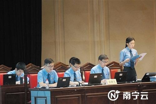 记西乡塘区检察院检察官谭莹 在公诉席上谱写女检察官风采