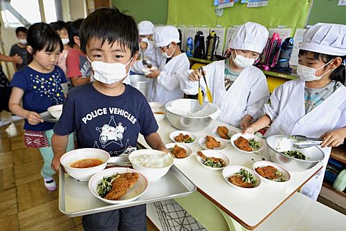 法媒:日本儿童健康状况全球第一 得益于学校午餐