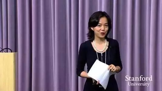 李飞飞在斯坦福大学授课