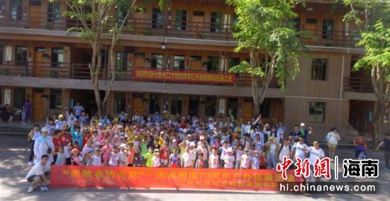 百人亲子团队走进槟榔谷 娱乐学习两不误