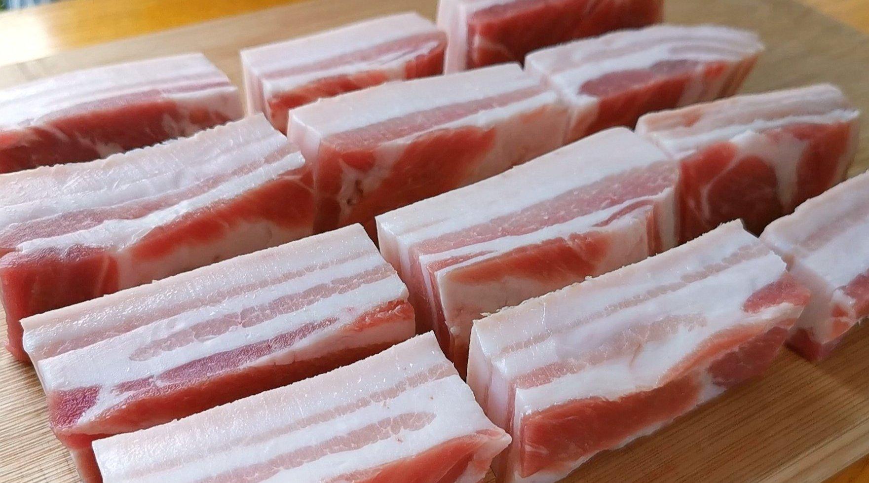 快过年了,五花肉就这样做,一次秘制3斤,香而不腻,解馋!