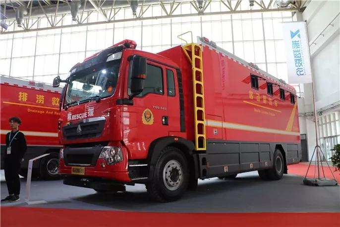 反超进口车 中国重汽闪耀第18届消防展