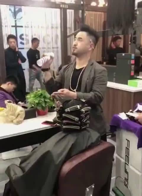 灵魂理发师。。