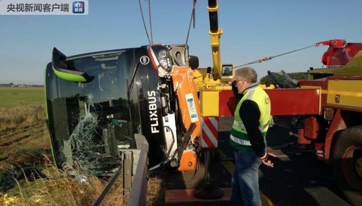 意大利北部发生车祸致26人伤