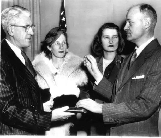 ▲资料图片:1952年,凯南宣誓成为驻苏联大使。