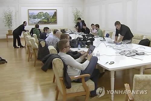 图注:在朝鲜元山的外国记者团