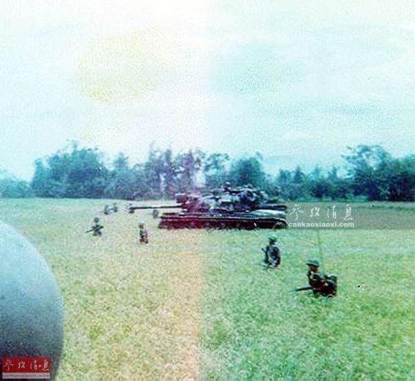 资料图:越战期间,赴越韩军在水网地带执行搜剿任务。