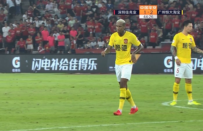 GIF:钟义浩朴志洙同时登场,恒大半场用完三换人名额