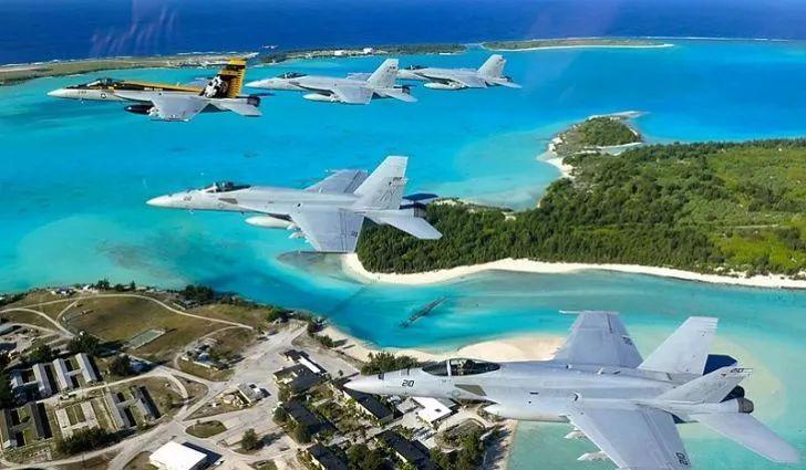 ▲美国水师战役机飞过威克岛