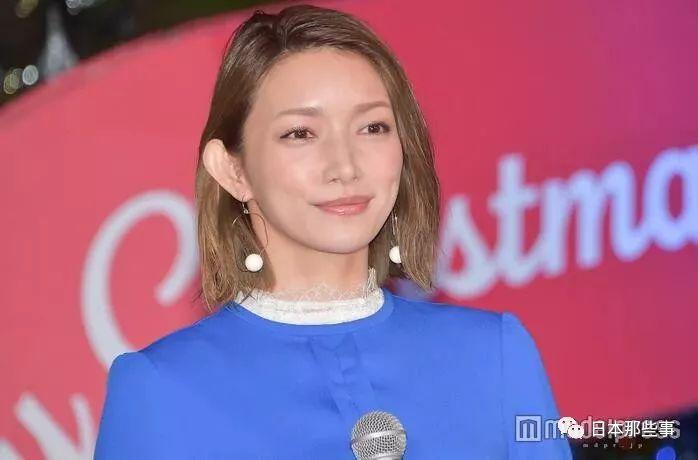 幼松菜奈,11月29日,出席在东京外参道举走的圣诞点灯式。