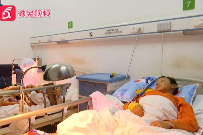 心疼!放学路上遭遇车祸,11岁男童右脚不幸被截肢,然而…