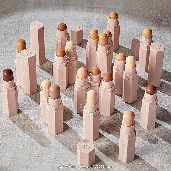 Fenty Beauty的产品通常有着超多的色号选择 图片来源:Fenty Beauty官方微博