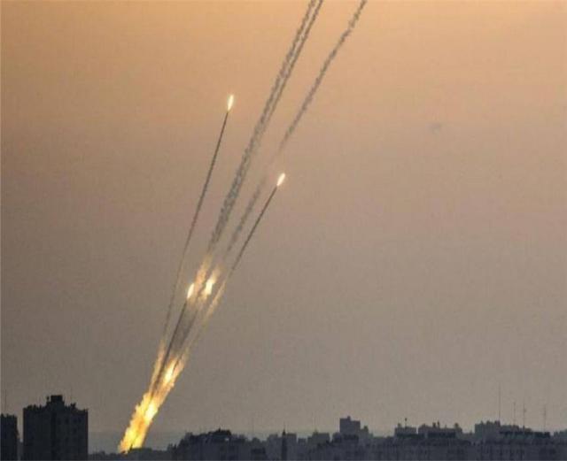 警报响彻不停,400枚火箭弹连续发射48小时,妇女儿童也不放过
